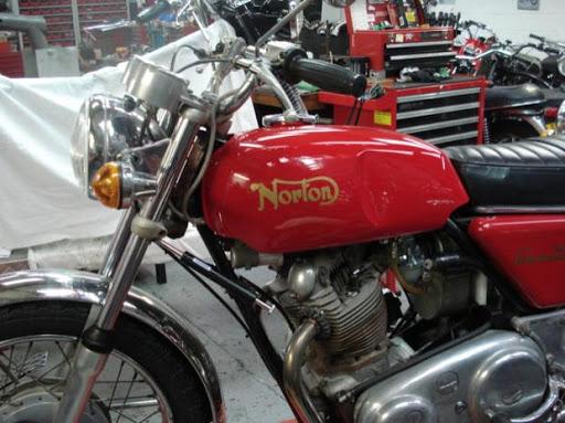 reservoir-neuf-pour-norton-roadster-propose-par-machines-et-moteurs-le-specialiste-de-la-norton-commando