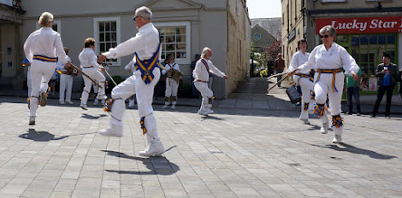 Photo: ROUNDS TO START ' UPTON UPON SEVERN STICK DANCE '