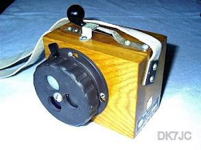 """Photo: Hand-Morselampe Typ: Hml -Hersteller Willy Ostermann Hamburg- 2.WK und später auch bei der BW eigesetzt um über kurze Distanzen abhörsichere Nachrichten zu übermitteln.  """"DL"""" #020-75"""