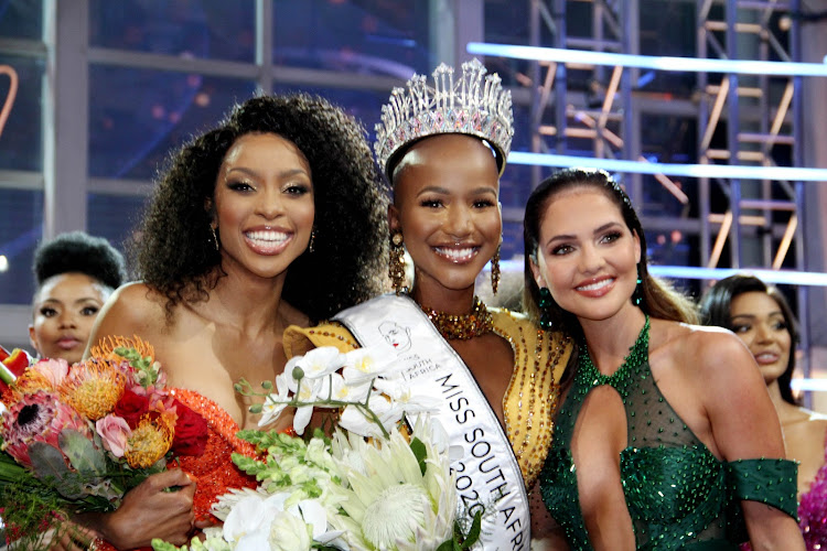 Shudufhadzo Musida (centre), the winner of the Miss SA 2020 pageant, with first and second runners-up, Thato Mosehle (left) and Natasha Joubert.