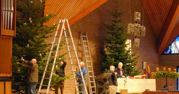 Es wird weihnachtlich in unserer Kirche... - Dank vieler fleißiger Helfer!