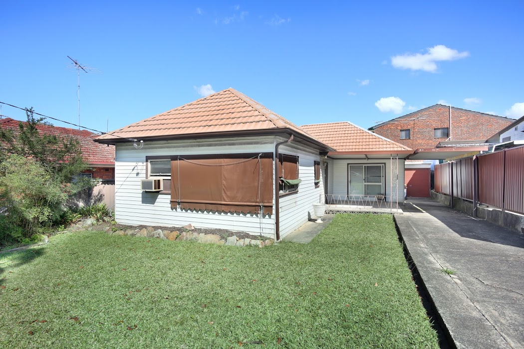Main photo of property at 31 Flora Street, Roselands 2196