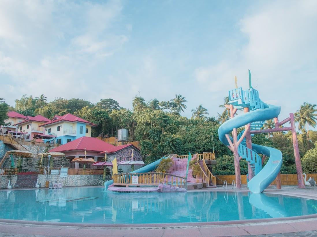 La virginia resort mataas na kahoy batangas fun and adventure behind taal lake rizanoia for Batangas beach and swimming pool resort