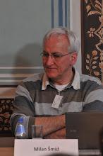 Photo: Milan Šmíd naslouchá kolegovi.