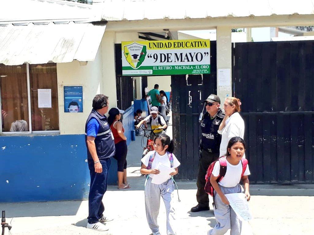 """Danilo Maridueña on Twitter: """"#ElOroSeguro  Los controles en los exteriores  de unidades educativas en la parroquia El Retiro de #Machala continúan,  garantizando le entrada de los menores a cada escuela, además se"""