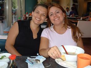 Photo: Adriana y Ale comiendo en el restaurante chino, con tremenda sopa de wenton