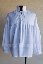 Photo: Camisa medieval em tricoline 100% algodão, com ilhós e cordão. Disponível também nas cores: preto e bege. A partir de R$ 100,00.