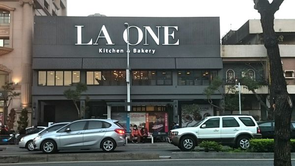 LA ONE Kitchen&Bakery