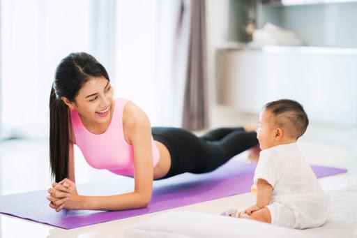 So với sinh thường, các mẹ sinh mổ sẽ mất nhiều thời gian hơn để phục hồi. Do đó muốn giảm cân hay tập thể dục, bạn cũng phải chờ lâu hơn so với các mẹ sinh thường. Hãy thử tìm hiểu cách làm thế nào để giảm mỡ bụng và tập thể dục sau sinh mổ một cách hiệu quả và tối ưu nhất mà không gây hại đến sức khoẻ của cả bạn và con.