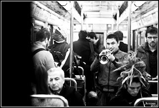 Photo: Trompettiste dans le métro parisien