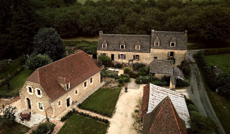 Propriété avec piscine et jardin La Chapelle-Aubareil