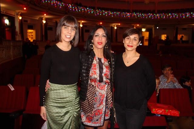 Las periodistas de La Voz, Marta Rodríguez y Lola González, con la presidenta del Parlamento Andaluz, Marta Bosquet.