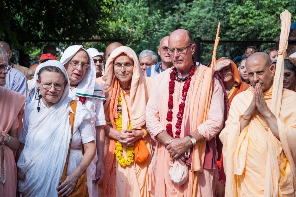 HH Indradyumna Swami at Samadhi of Bramhananda Prabhu