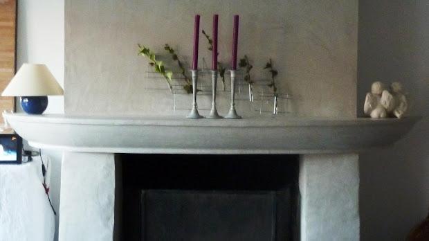 Une cheminée en béton ciré donne de l'élégance à votre intérieur