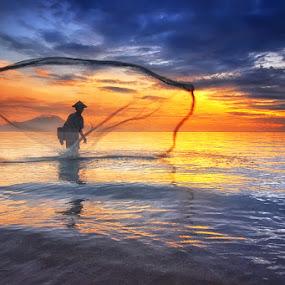 Another Catch by Hendri Suhandi - People Street & Candids ( bali, beach, sunrise, landscape, fisherman )