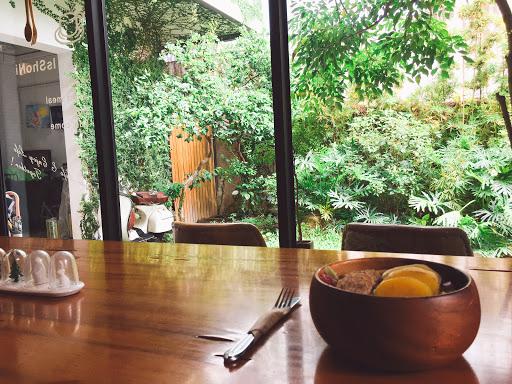 環境超美,安靜的氣氛令人很放鬆!食物好吃賣相精巧,老闆人很友善呢!這麼美又有歷史感的房子竟然有民宿😍下次來台南一定要試住~