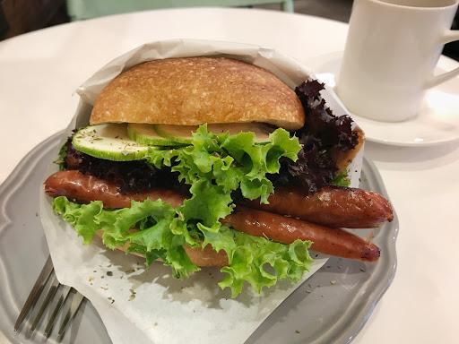 三明治跟蛋糕還不錯。