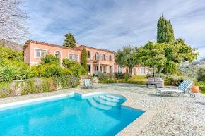 A Luxurious Villa in Grasse in grasse