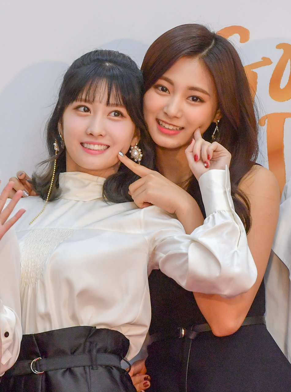 momo and tzuyu