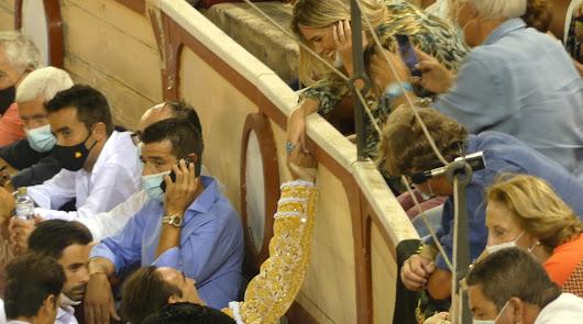 El susto de Enrique Ponce en el Puerto: cogida con Ana Soria entre el público