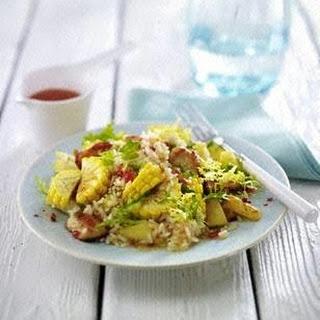 Reissalat mit Mais, Hähnchenfilet, Ananas und Koriander mit süß-saurer Asiasoße