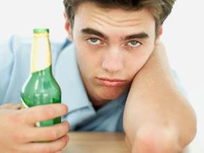 Ini Akibatnya Bila Minum Obat Dicampur Alkohol 1