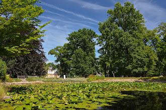 Photo: Do willi przylega zadbany park.