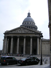 Photo: A fuller view of the structure, including the dome, which is visible from much of the city. It is an early example of Neoclassicism, with a facade modeled on the Pantheon in Rome.