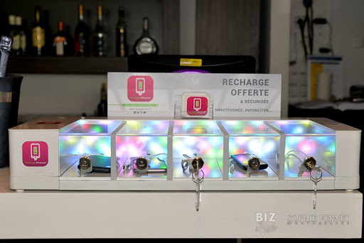 Station_leds_pilotables_service_offert_utile_design_chargephone
