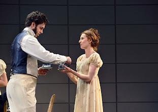 Photo: Wiener Kammeroper: EUGEN ONEGIN. Inszenierung; Ted Huffman. Premiere 2. Oktober 2014. Tobias Greenhalgh, Viktorija Bakan. Foto: Barbara Zeininger