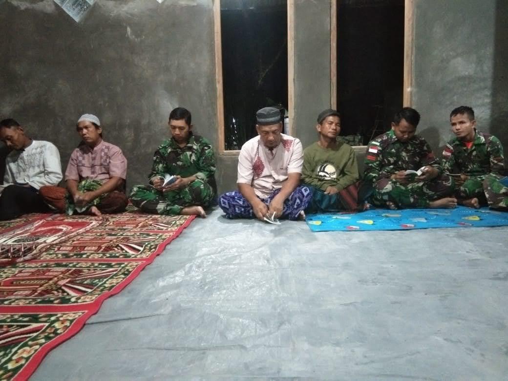 Anggota ZIDAM XII/TPR Laksanakan Ibadah Bersama Dengan Masyarakat Kabupaten Sanggau Perbatasan Malaysia