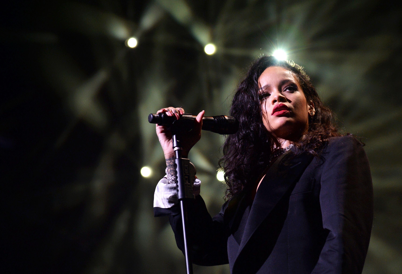 singer-rihanna-performs-onstage-during-directv-super-news-photo-462608320-1554300163