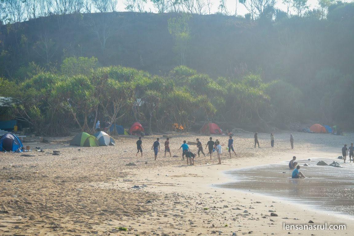 Pantai jungwok yang begitu seru dan tidak menyeramkan