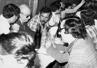 Photo: Poco tiempo antes de acceder a la alcaldía de Madrid, Tierno Galván cena en un restaurante de la capital grancanaria con varios simpatizantes. A la derecha. Amado Moreno.