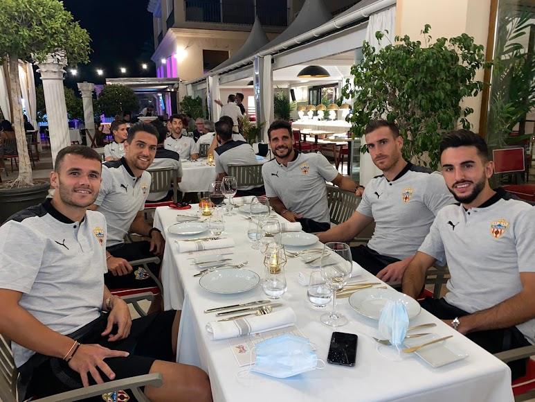 La mesa de Fernando con Morlanes, Juan Ibiza...