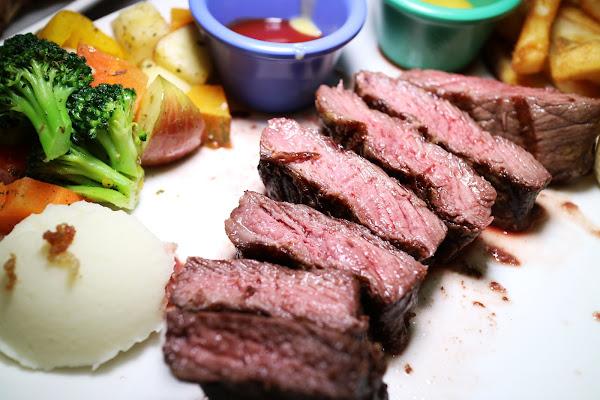 小惡魔炭燒牛排,中和美食,近永安市場捷運站,平價牛排,美國CHOICE等級牛肉,食尚玩家推薦,大推極黑翼板