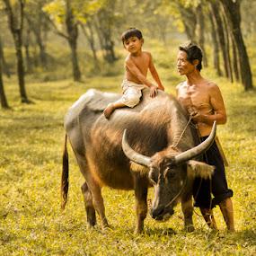 by Suardhito Pratama - People Family ( dad with kids )