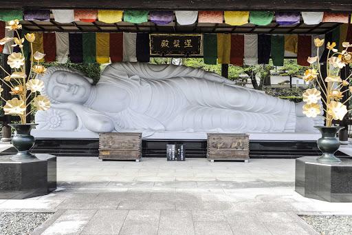 Ponant-Japan-shrine-buddha.jpg - Visit Japan on a Ponant cruise to see reclining Buddhas and other shrines.