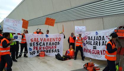 Concentración contra la rebaja salarial, en el aeropuerto de Almería.