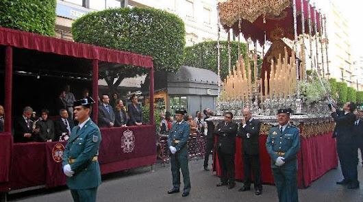 La elegancia de la Cofradía de Pasión en Carrera Oficial