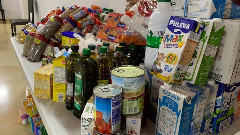 Parte de los alimentos donados por hermanos del Prendimiento.
