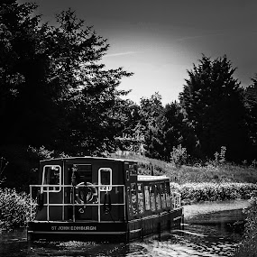 Trip down the Union canal  by Louise Corr - Transportation Boats