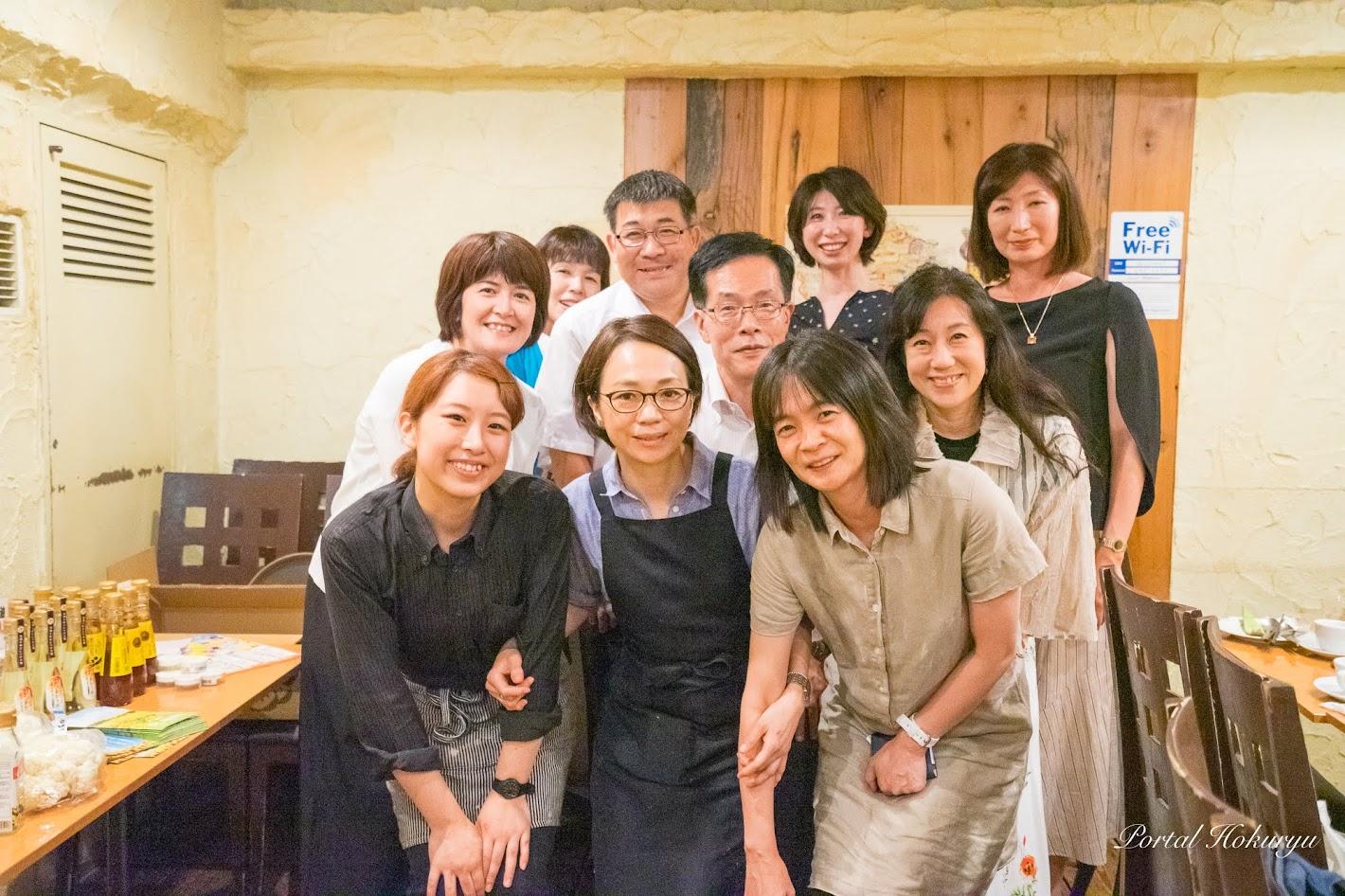 料理教室参加者皆さん記念撮影