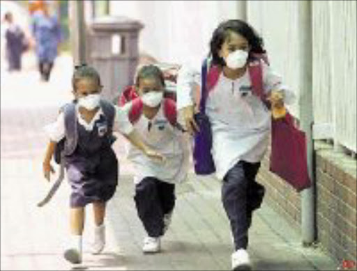 PRECAUTION: Particulate filters prevent airborne transmission of the virus among pupils. © Unknown.