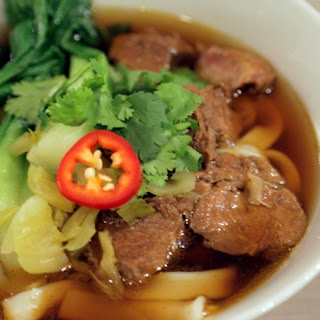 Taiwanese Beef Noodle Soup | 牛肉麵  Niúròu miàn.