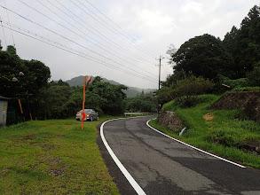 駐車地と右に登山口