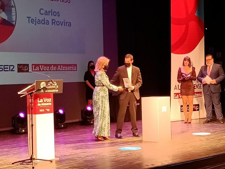 Carlos Tejada, ganador del Premio Deporte Adaptado, recoge el reconocimiento en los IV Premios del Deporte.