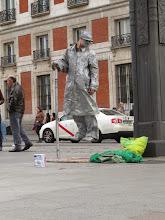 Photo: Estatua viviente y flotante.