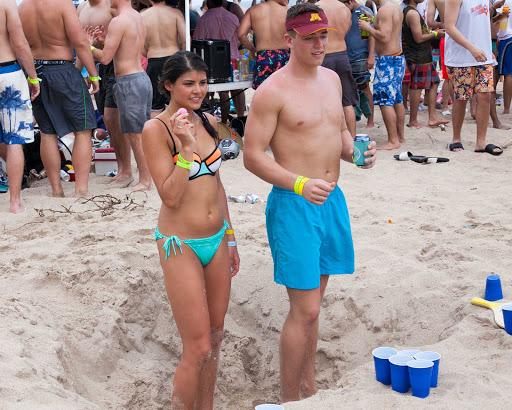 spring-break-ft-lauderdale-11.jpg - Kia and Ben playing beer pong during spring break, Fort Lauderdale.