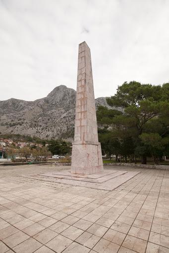 Kotor-memorial.jpg - A memorial to World War II veterans near the dock in Kotor, Montenegro.